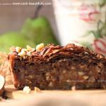 Шоколадный пирог с грушей и миндалем