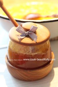 Смешиваем составляющие и добавляем мед