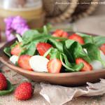 Салат с клубникой и шпинатом